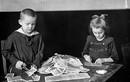 Ảnh hiếm nước Đức thời kỳ lạm phát, trẻ em lấy tiền ra chơi