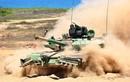 Xe tăng Ấn Độ rơi xuống chiến hào, đè chết một binh lính