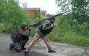 Quân ly khai dùng súng chống tăng Liên Xô để khoan thủng xe bọc thép Ukraine
