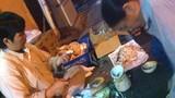 Moi dừa phế thải trong thùng rác về làm...mứt dừa