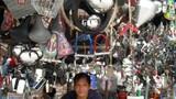 """Hàng """"độc"""" tại khu chợ kì lạ nhất Hà thành"""