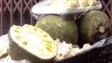 Mít xanh non bị tiêm hóa chất Trung Quốc để thúc chín