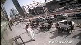 Suýt chết vì cửa kính rơi từ tầng 6