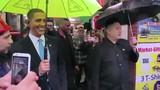Bản sao của ông Kim Jong-un và Obama cầm ô dạo phố