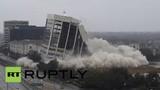 Xem tòa nhà 15 tầng đổ sập như trò xếp hình