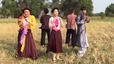 """Chipu mặc yếm, tưng bừng nhảy """"Vũ điệu cồng chiêng"""" giữa đồng"""