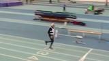 Cụ ông gần 100 tuổi lập kỷ lục chạy 200m trong nhà