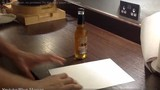 Cách mở nắp bia trong 1 giây chỉ bằng... một tờ giấy