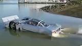 Ô tô kỳ lạ có khả năng bơi như xe tăng
