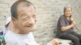 Con liệt giường 50 năm, mẹ già 84 tuổi chăm sóc không một lời than vãn