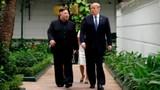 Hình ảnh Tổng thống Trump, Chủ tịch Kim đi dạo trong vườn Metropole