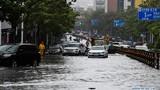 Bão Wipha đổ bộ Trung Quốc, đường phố chìm trong biển nước