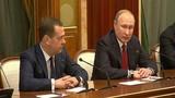Đằng sau việc Thủ tướng Nga Dmitry Medvedev và chính phủ bất ngờ từ chức