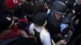 Cảnh sát bị bắn chết trong cuộc biểu tình sục sôi ở Mỹ