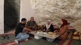Bất ngờ cuộc sống gia đình Palestine trong hang động ở Bờ Tây