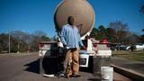 Cảnh người dân Mỹ khốn khổ vì mất nước nhiều tuần