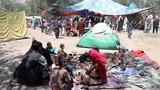 Cảnh người dân Afghanistan dựng lều trong công viên lánh nạn