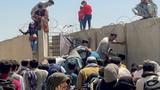 Cảnh hỗn loạn tại sân bay Kabul sau khi Taliban tràn vào thủ đô