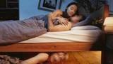 Bố chồng chui gầm giường tóm gọn con dâu ngoại tình