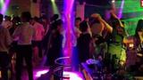 """Quý bà 60 nổi danh Hà thành """"mò"""" về nhà trai nhảy đánh ghen"""