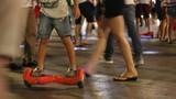 Giới trẻ phát cuồng lao vào thú chơi xe trượt điện mạo hiểm