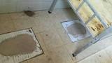 Quá sốc với chiêu cho học sinh vào ở nhà vệ sinh vì thiếu chỗ