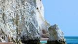 Run lập cập ngắm những vách đá cheo leo nhất thế giới