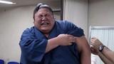 Võ sĩ sumo Nhật Bản mếu máo khi bị tiêm