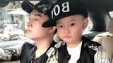 Hot mạng: Ông bố bá đạo với màn cho con trai ăn kẹo