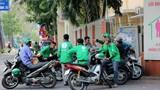 Bắt 3 xe ôm nghi đâm gục tài xế Grabbike trên phố