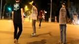 Thót tim cảnh trượt ván, patin trên đường Hà Nội