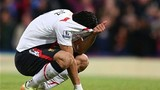 Luis Suarez khóc như mưa trên sân cỏ vì Liverpool... đầu bảng