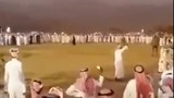 Dân chơi Ả Rập xả súng điên cuồng... mừng tiệc
