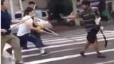 Thanh niên manh động cầm dao dọa chém người giữa đường