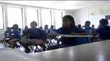 Học sinh chạy toán loạn bởi cô giáo dọa ma