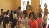 MC Phan Anh với bữa cơm của học trò nghèo vùng cao