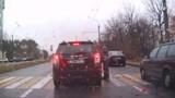 Tài xế ô tô đâm phải người đi đường, xuống xin lỗi