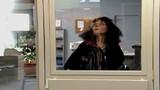 Tình huống khó đỡ: Đi xin việc bị nhốt trong phòng sếp
