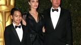Angelina Jolie hạnh phúc bên con trai nhận Oscar nhân đạo