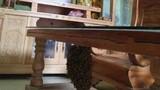 Thích nuôi ong trong phòng khách, thanh niên khiến không ai dám gần