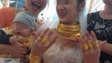 Đeo vàng kín người, cô dâu Cao Bằng khiến nhiều người lóa mắt