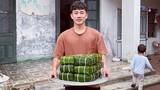 Dàn cầu thủ hí hửng khoe gói bánh chưng ăn Tết, nhìn Văn Hậu mà chạnh lòng
