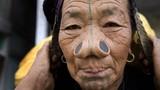 Muôn kiểu làm đẹp đau đớn của phụ nữ các bộ tộc