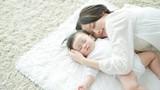 Thói quen ngủ của cha mẹ Việt khiến trẻ hỏng mắt, ngu đần
