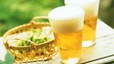 Uống bia đúng cách giúp giải nhiệt, ngừa sỏi thận