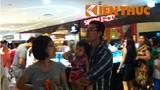 Dân Hà Nội đổ xô vào trung tâm thương mại nghỉ lễ