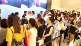 Khách chen chúc mua hàng trong ngày đầu Zara khai trương tại VN