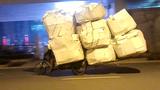Xe đạp chở khối lượng giấy kỷ lục nhất thế giới