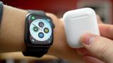 """AirPods và Apple Watch đang mang về """"núi tiền"""" cho Apple"""