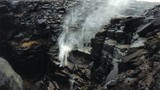 Video thác nước chảy ngược ở Anh